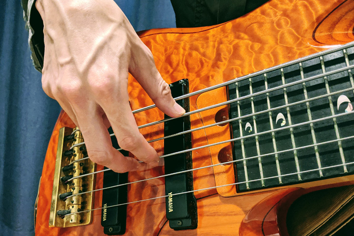 エレキベースの音の粒を揃えるコツと、左手のフィンガリングを優しくする方法